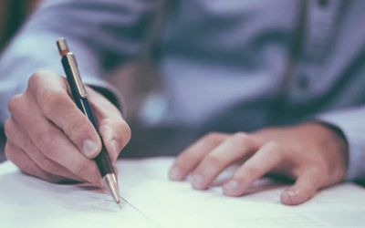What clauses should a musical artist contract contain?
